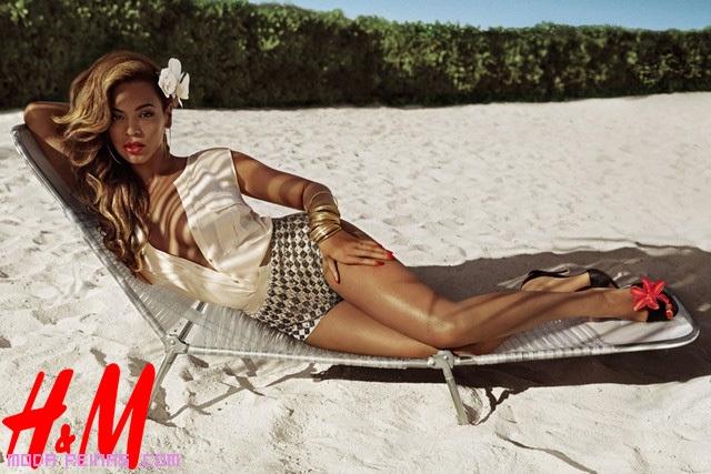 Beyoncé con blusa y chorts low-cost