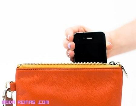 Un bolso que carga la batería de tu móvil