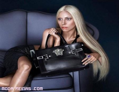 Lady Gaga posa para Donatella Versace