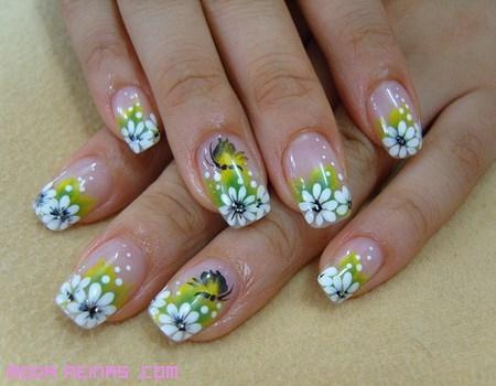 Cómo hacer una manicura primaveral a la moda