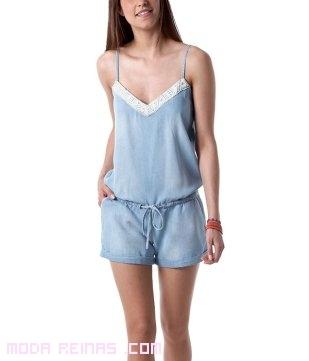 mono azul y blanco de moda