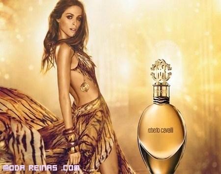 Sensualidad para el nuevo perfume Roberto Cavalli