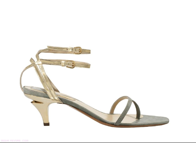 Sandalias doradas de moda