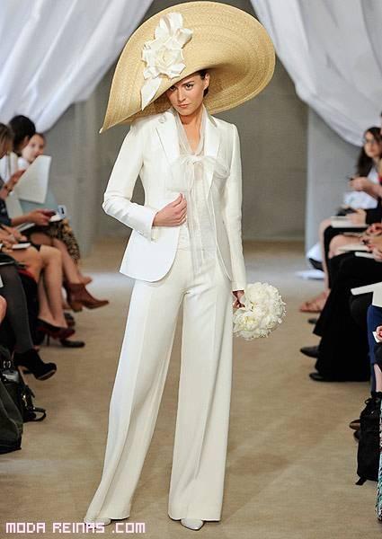 trajes pantalón en blanco