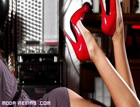 Cómo combinar zapatos rojos