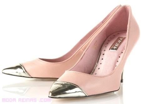Zapatos con puntera metálica, una moda con brillo