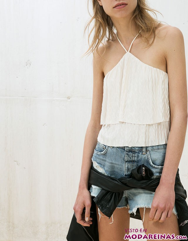 camiseta escote halter en blanco