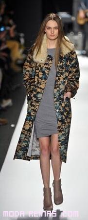 abrigos estampados moda otoño