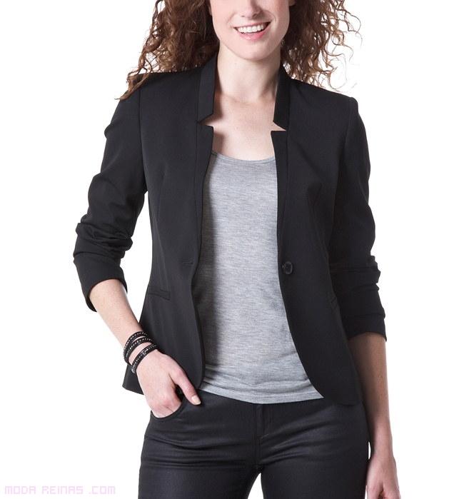 Últimas tendencias en chaquetas de mujer. Nuevos modelos cada semana: de piel, de cuero, vaqueras, bomber y americanas. Envío y devoluciones gratis.