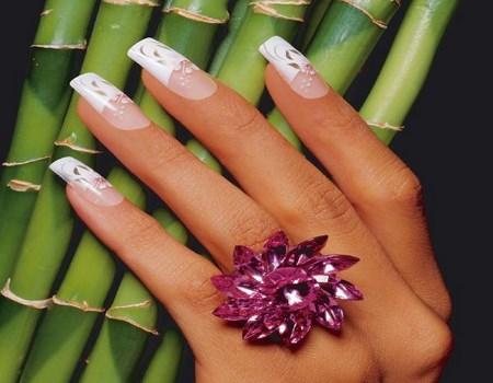 uñas acrílicas en color blanco
