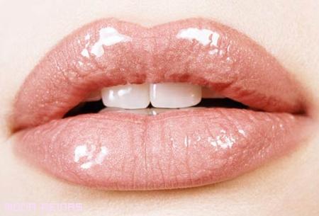 Consejos para engrosar tus labios sin cirugía