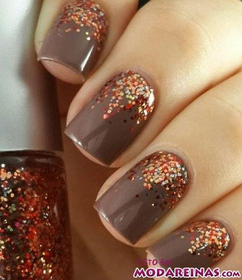 manicura en color marrón para otoño