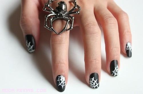 manicura en blanco y negro