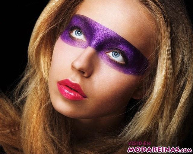 maquillaje de fantasía en morado