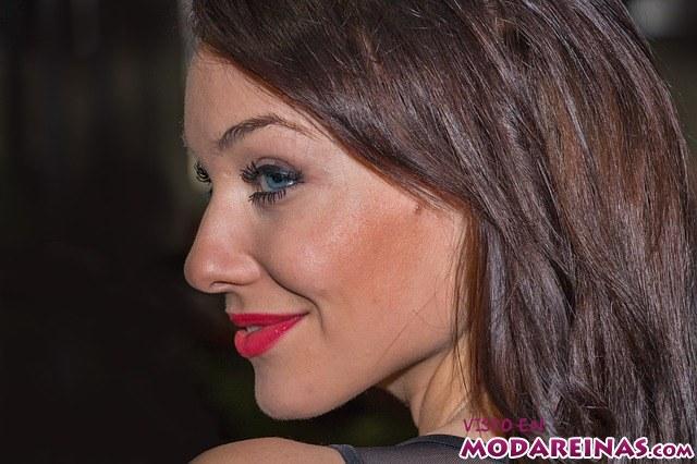 maquillaje de fiesta con labios rojos