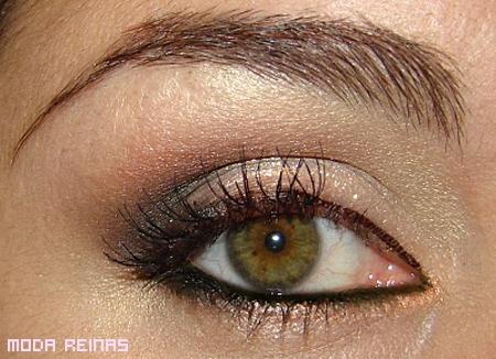 maquillaje-para-ojos-dorado-facil-de-hacer.jpg