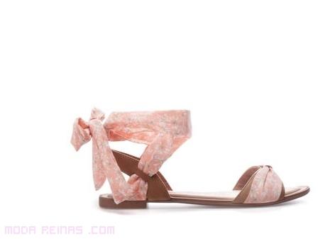 Sandalias planas con cintas