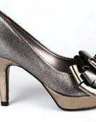 Los zapatos metalizados siguen estando de moda
