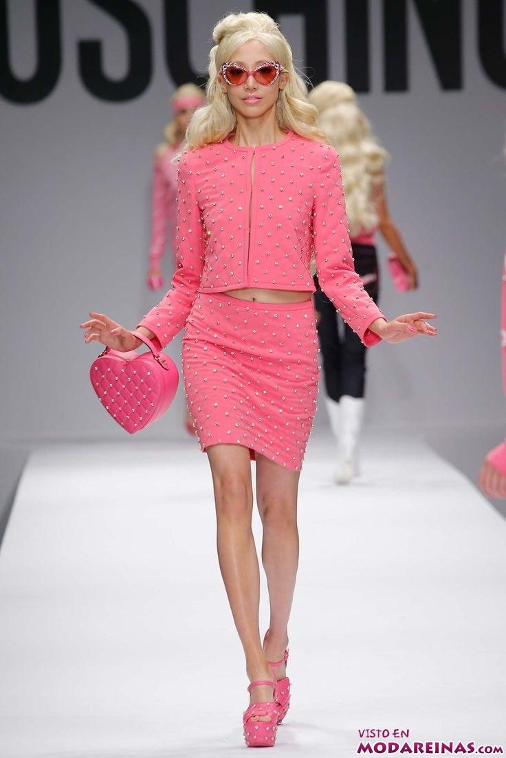 trajes en rosa de moschino