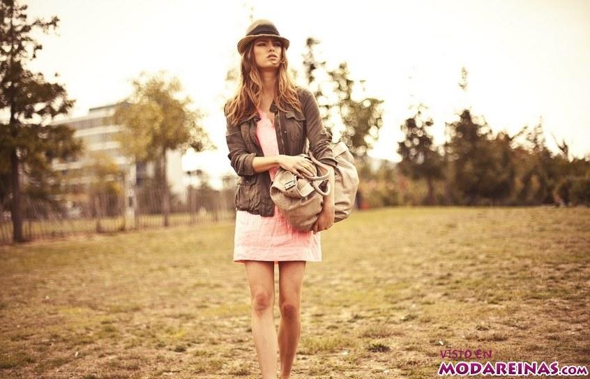 vestido y bolso de moda